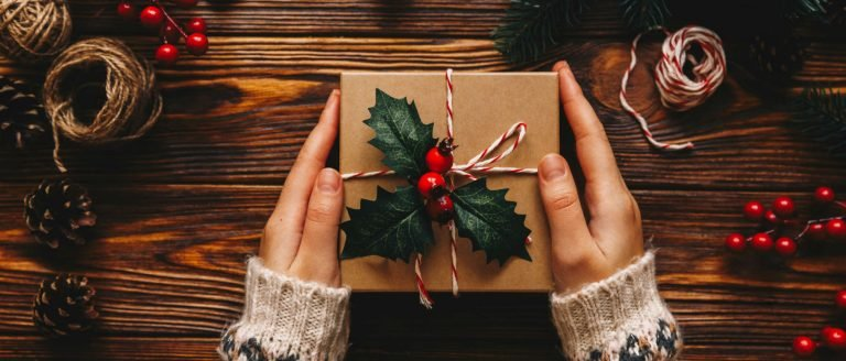 7 Awesome Holiday Gifts for Travel Nurses